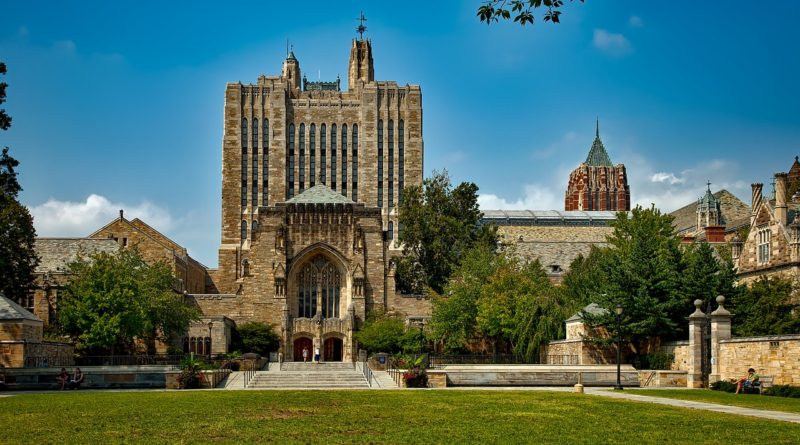 Yale University Students Urge Divestment from Private Prison Corporations